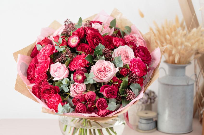Rosenstrauss in Rot und Pink
