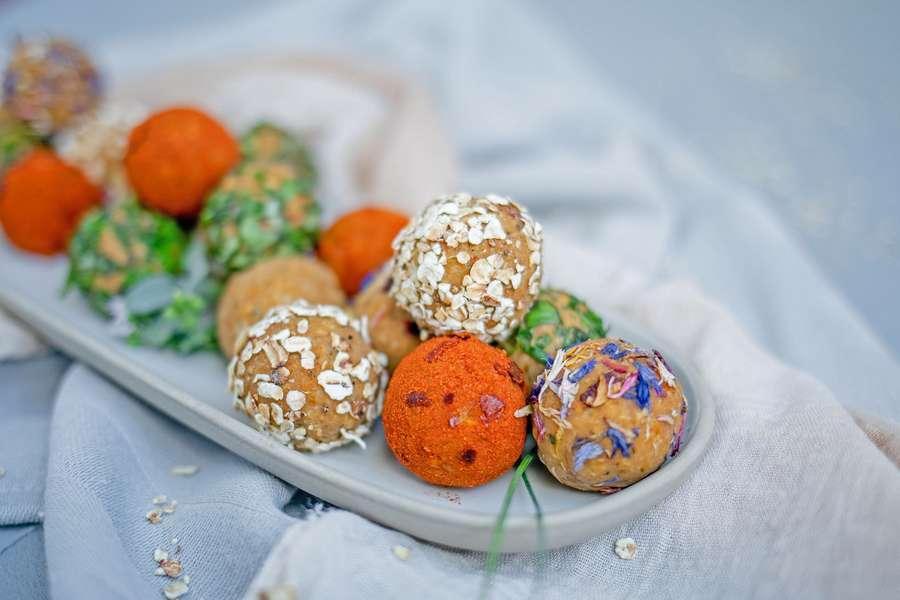 Hafer Enerhieballs auf Teller