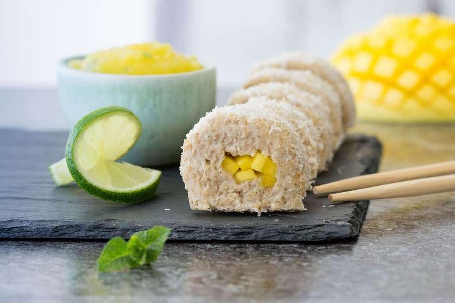 Hafer Sushi auf Schieferplatte