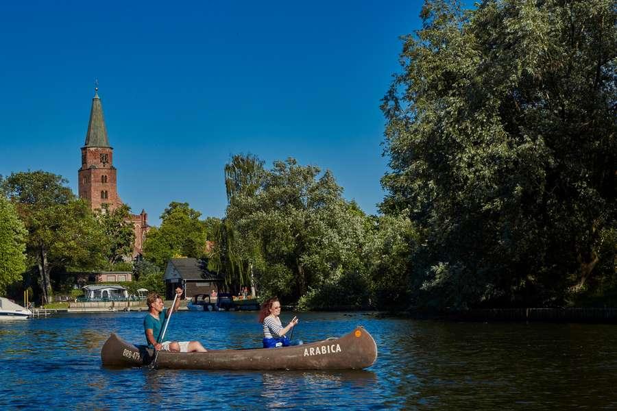 Paar im Kanu auf Havel